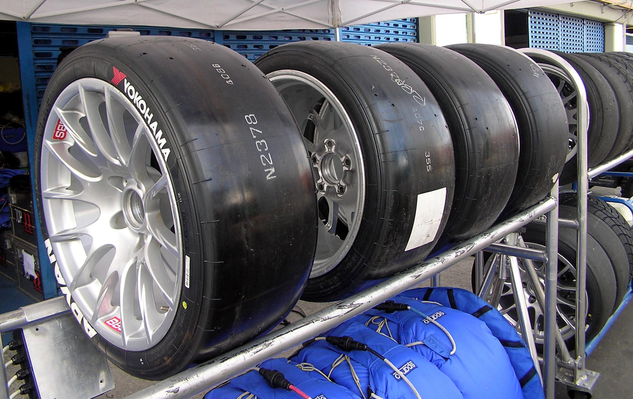 Yokohama_ADVAN_Tires_WTCC_2006.jpg