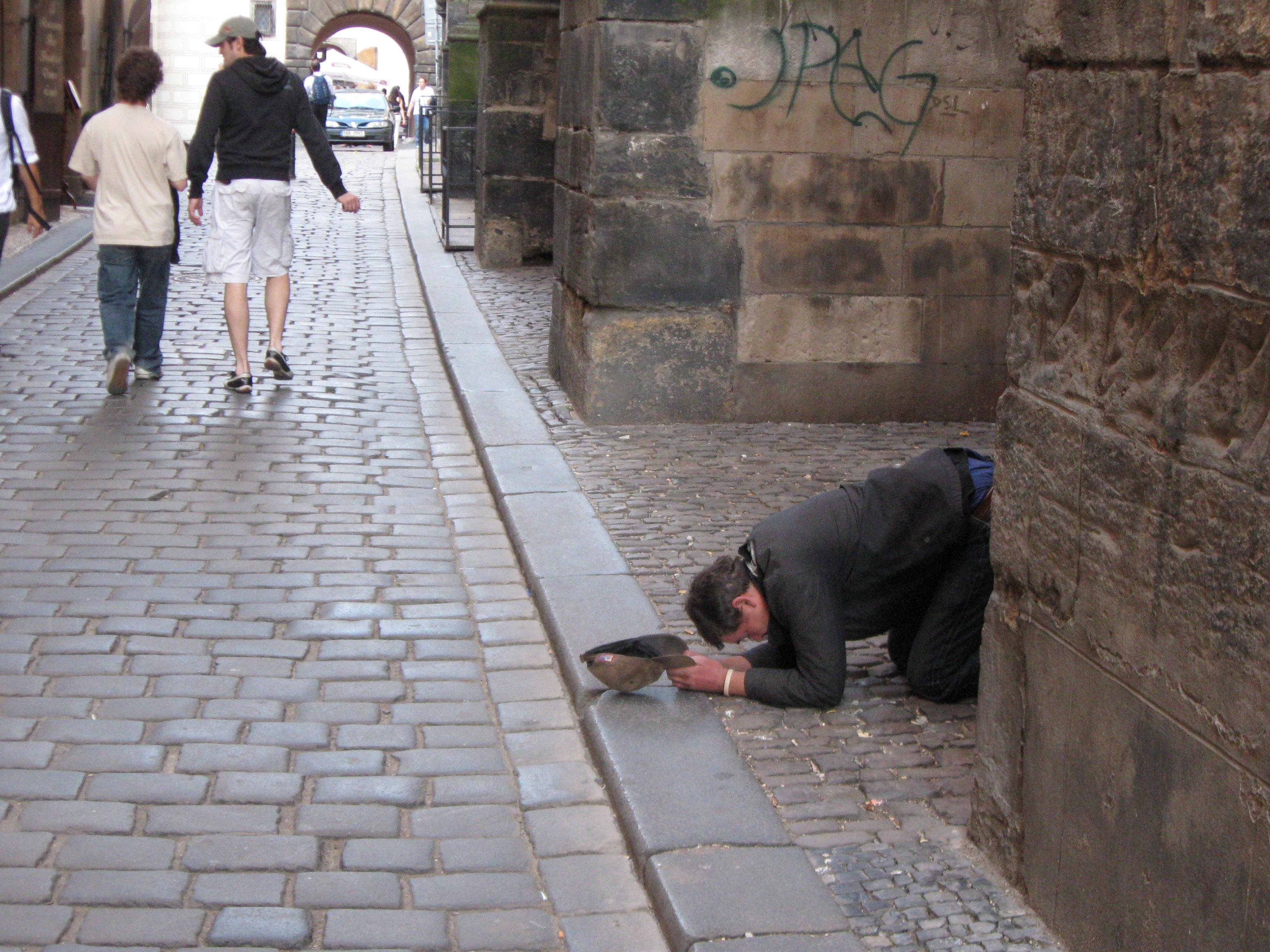 https://upload.wikimedia.org/wikipedia/commons/1/1d/%C5%BDebr%C3%A1k_v_T%C3%BDnsk%C3%A9_ulici_v_Praze.JPG