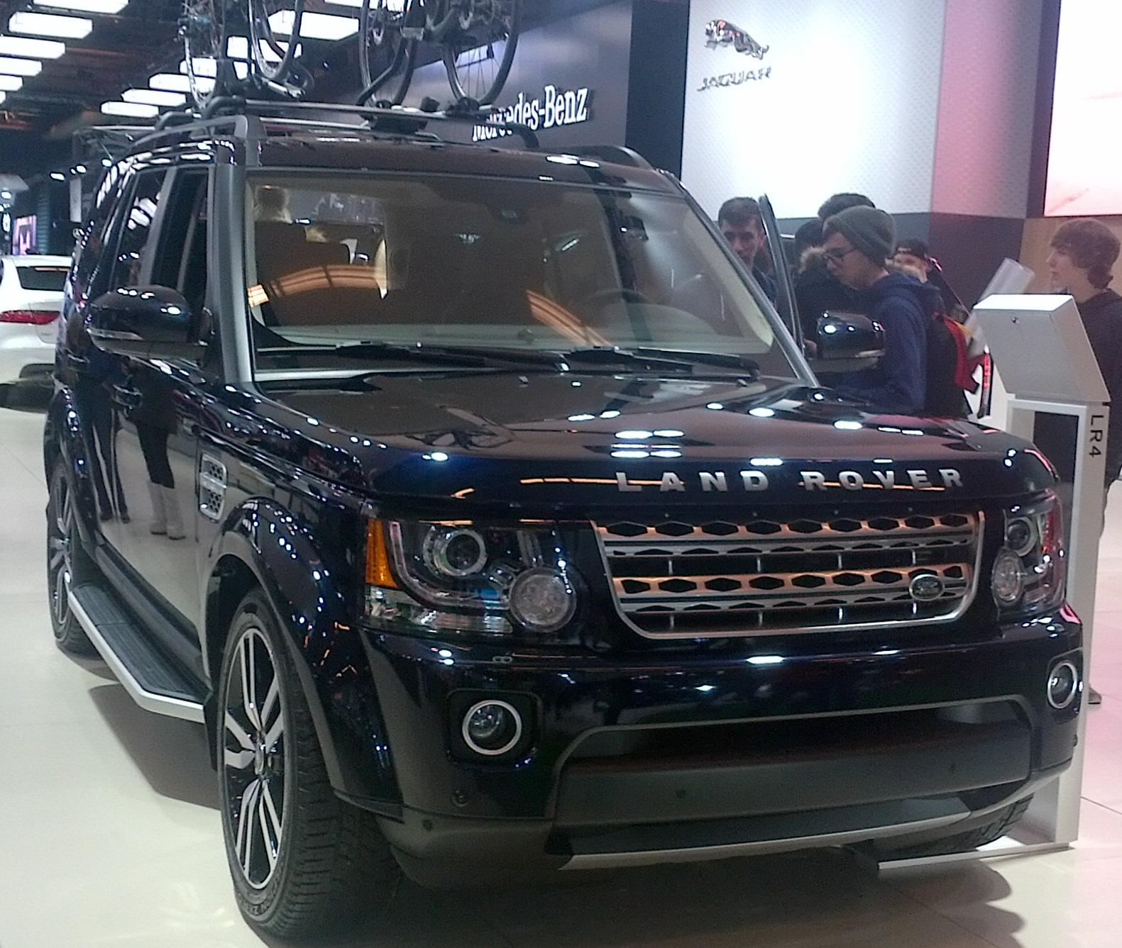 File:'16 Land Rover LR4 (MIAS '16).jpg