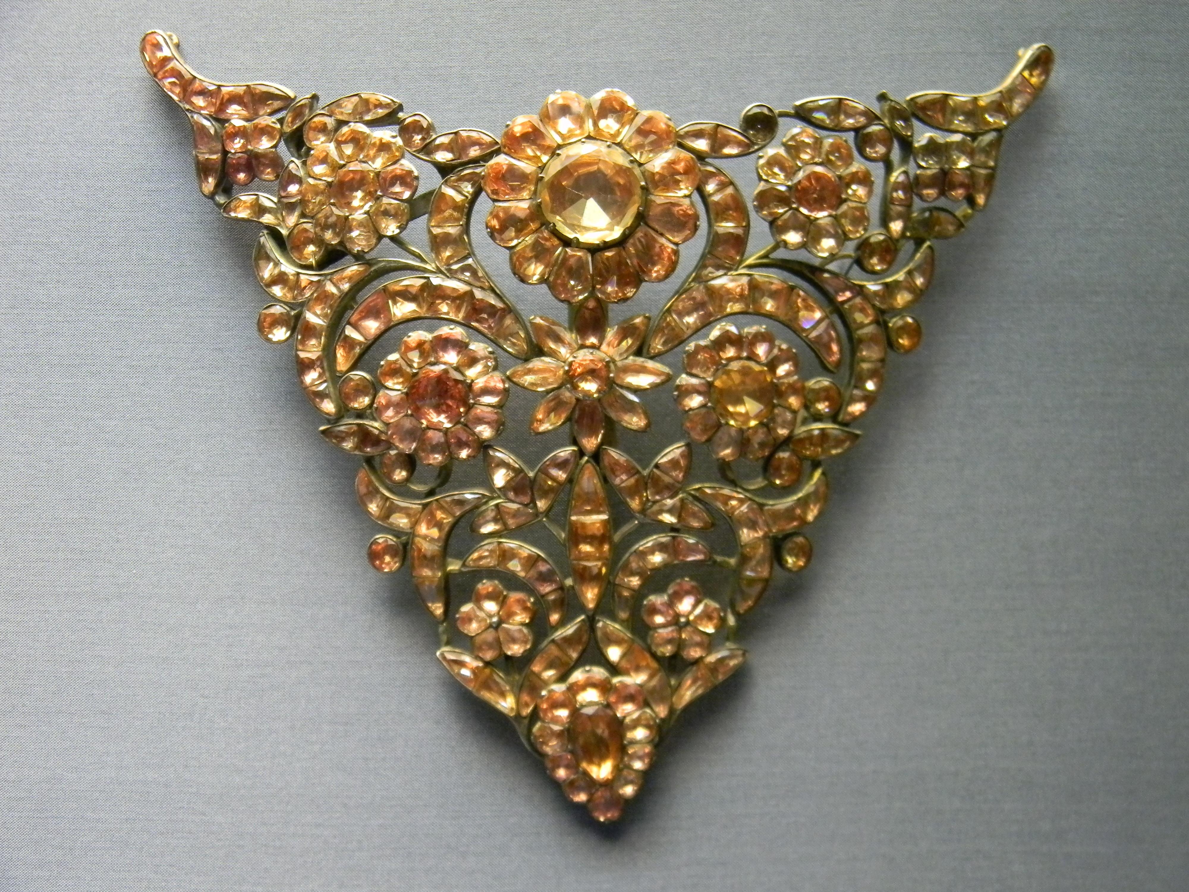 "18th century portuguese ""devant de corsage"" or stomacher made of topazes, National Museum of Ancient Art.JPG"