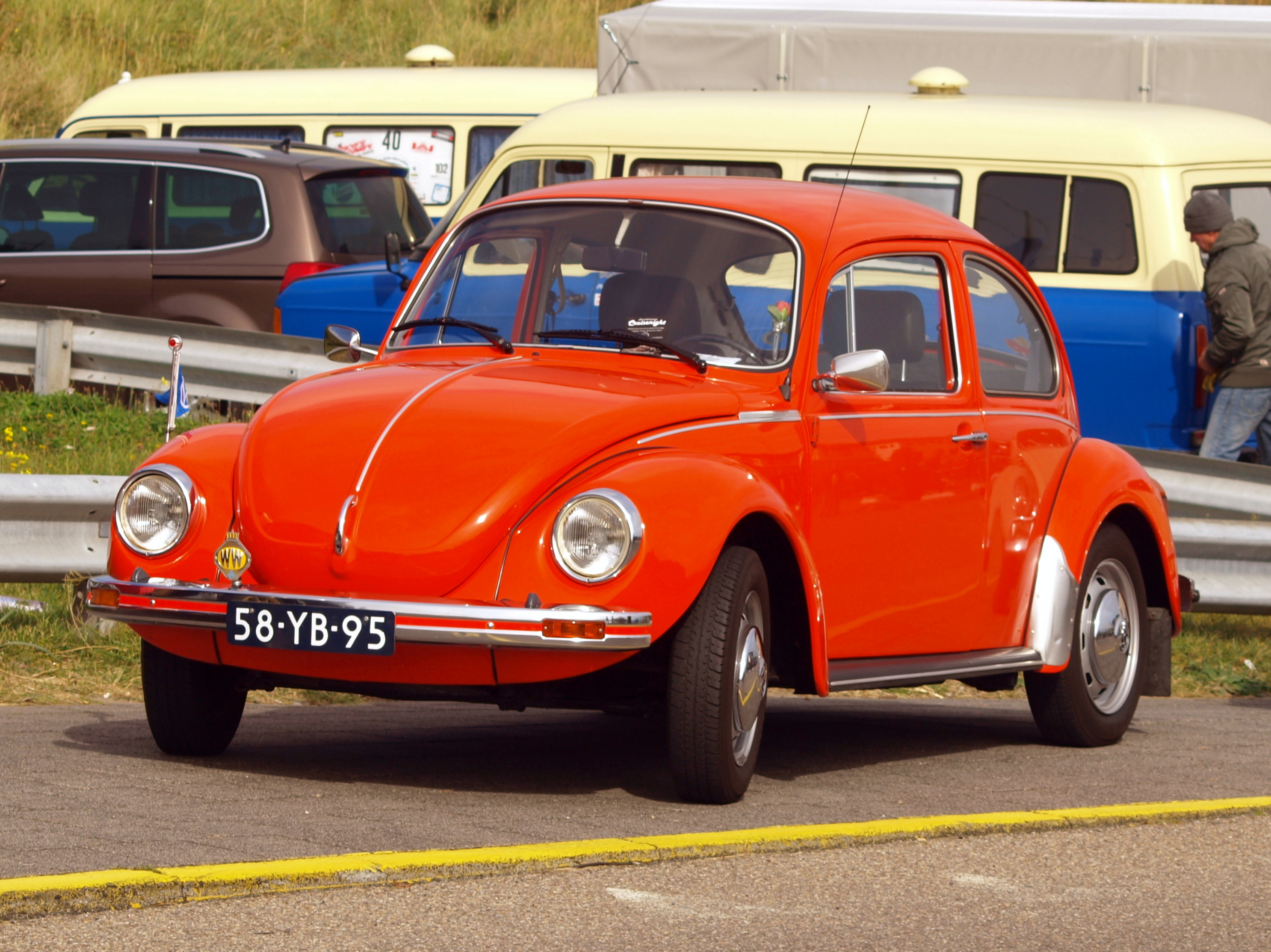 File:1975 Volkswagen Beetle.JPG - Wikimedia Commons