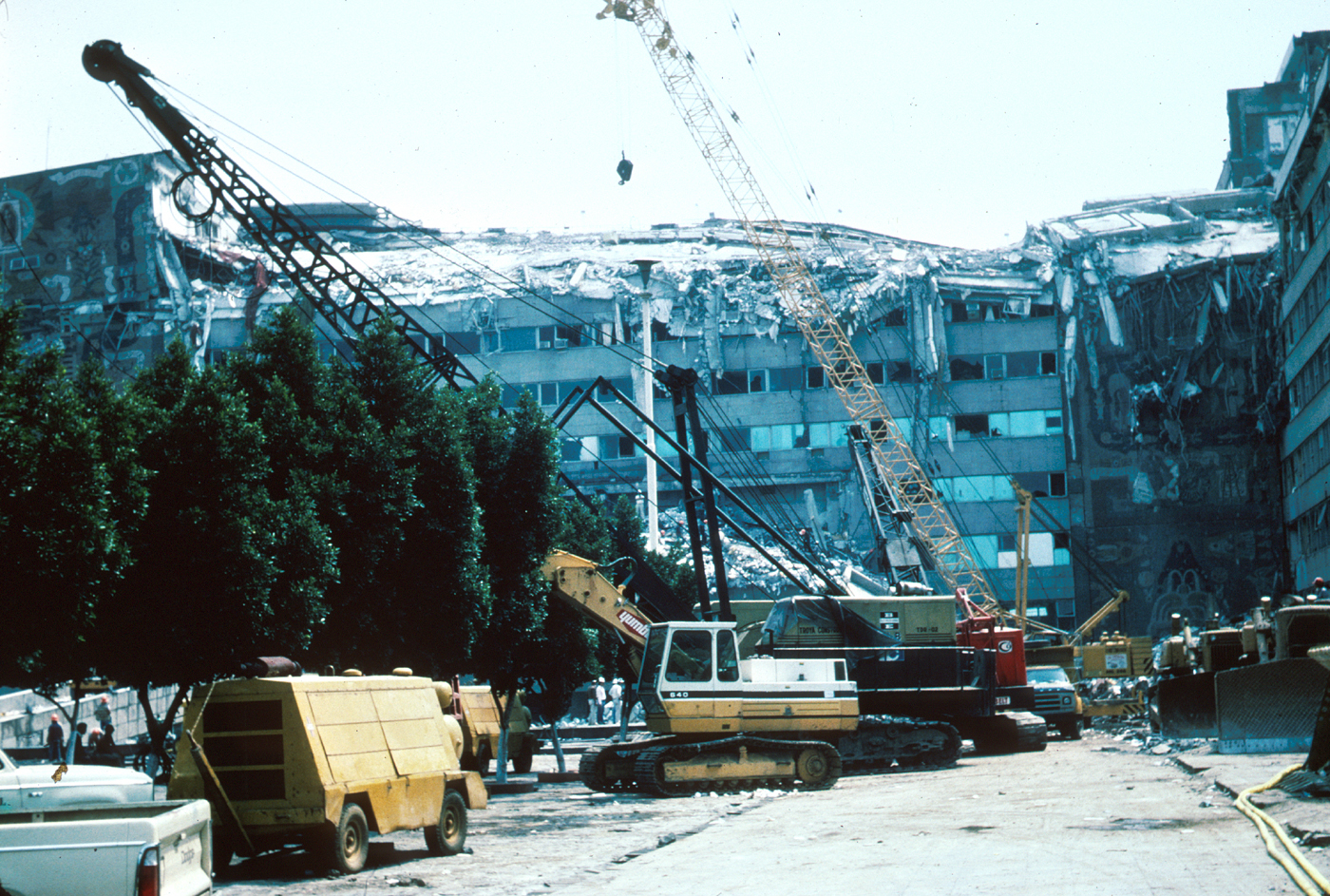the mexico city earthquake of 1985 Mexico city (ap) — the latest on the strong earthquake that hit  in the capital  on the anniversary of a 1985 quake that did major damage.