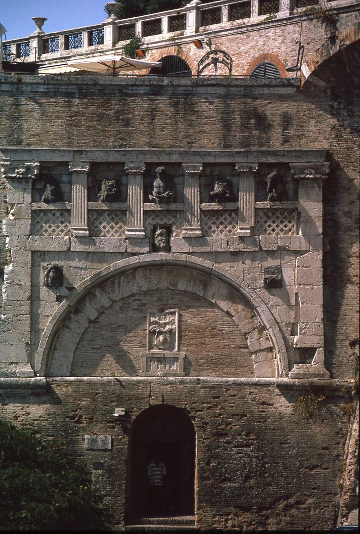 Porta marzia wikipedia for La porta media