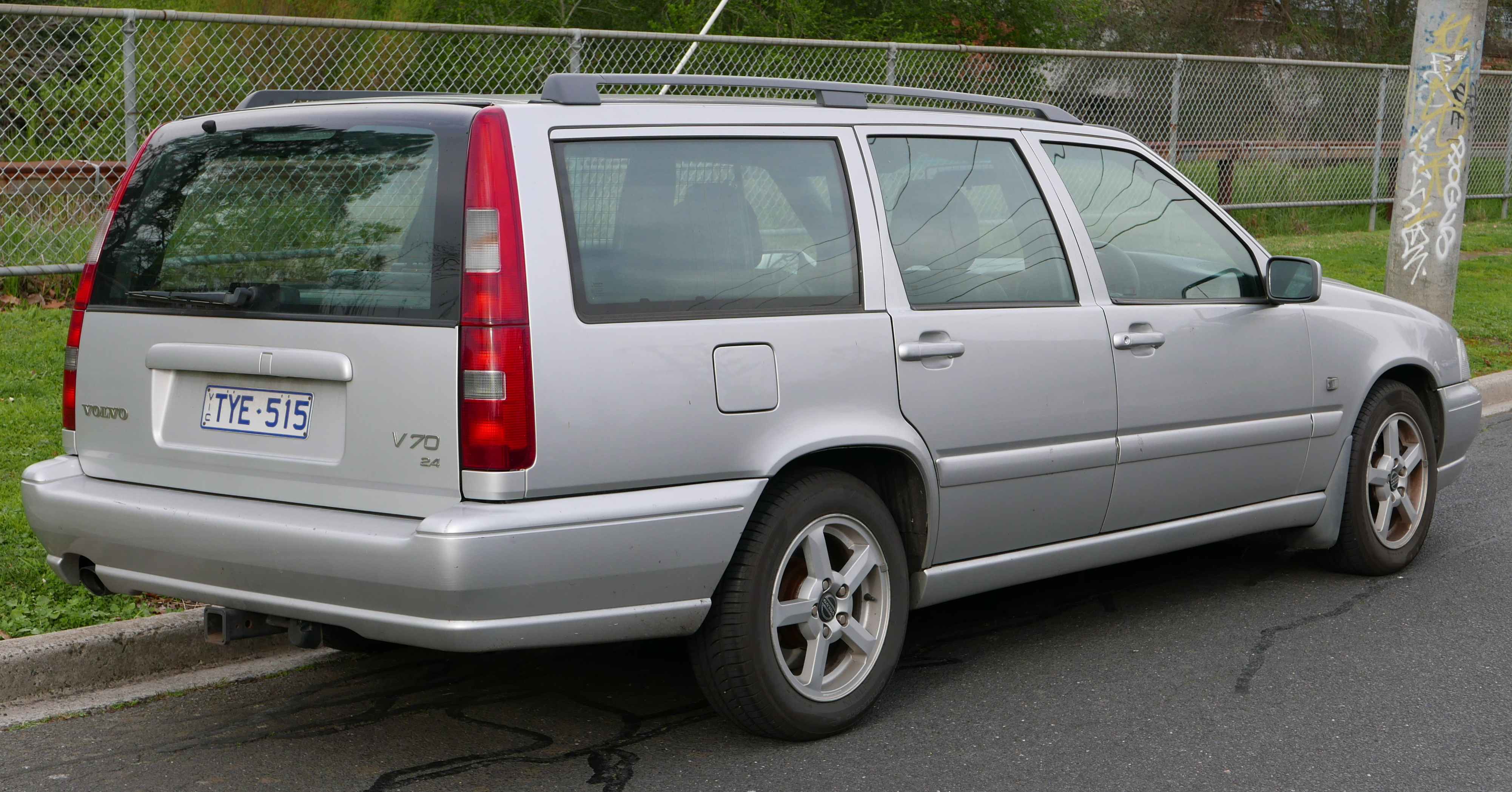File 1999 Volvo V70 My00 2 4 20v Cd Station Wagon 2015 07 10 02 Jpg Wikimedia Commons
