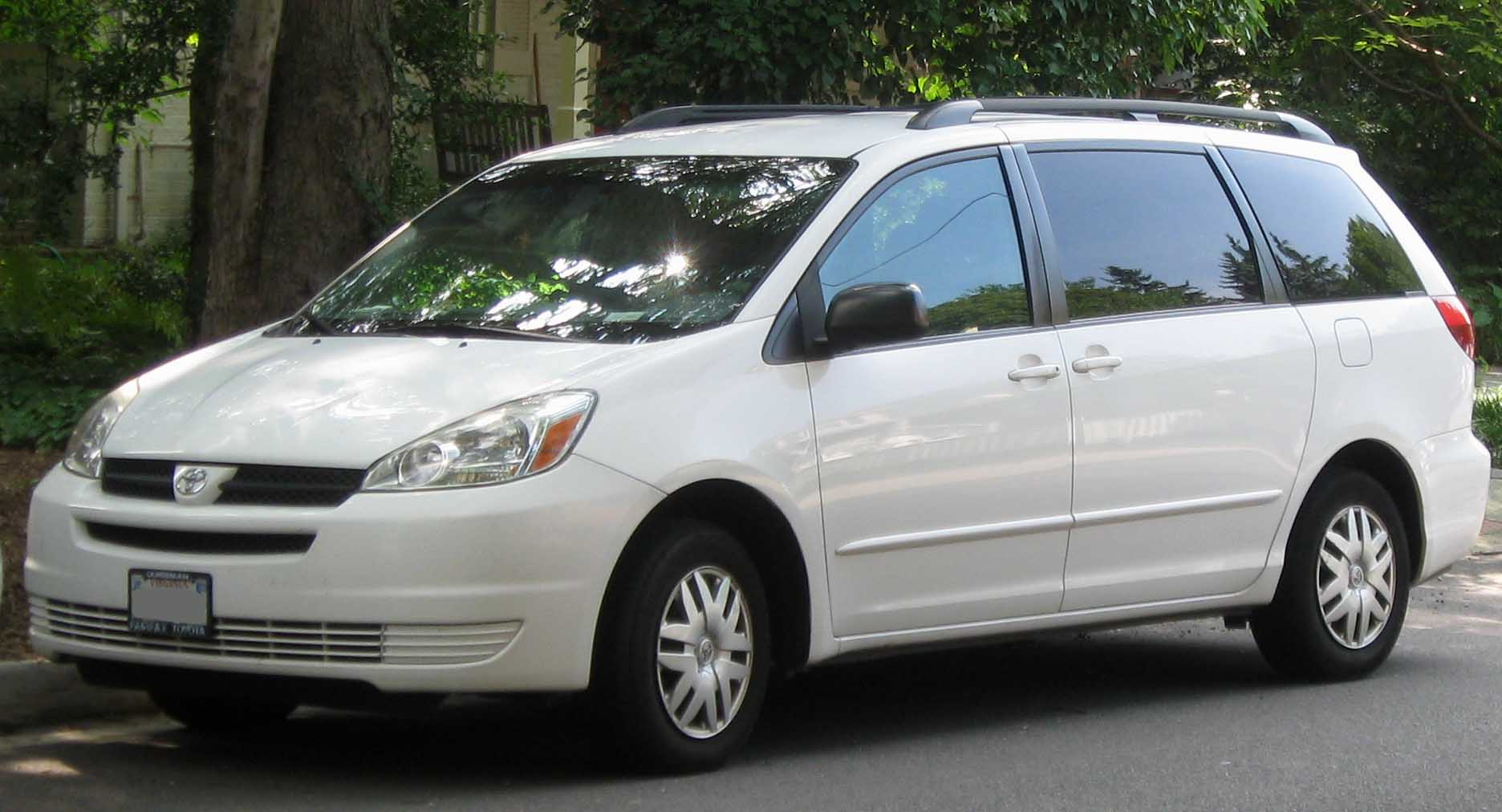 Description 2004-2005 Toyota Sienna LE -- 07-15-2010.jpg