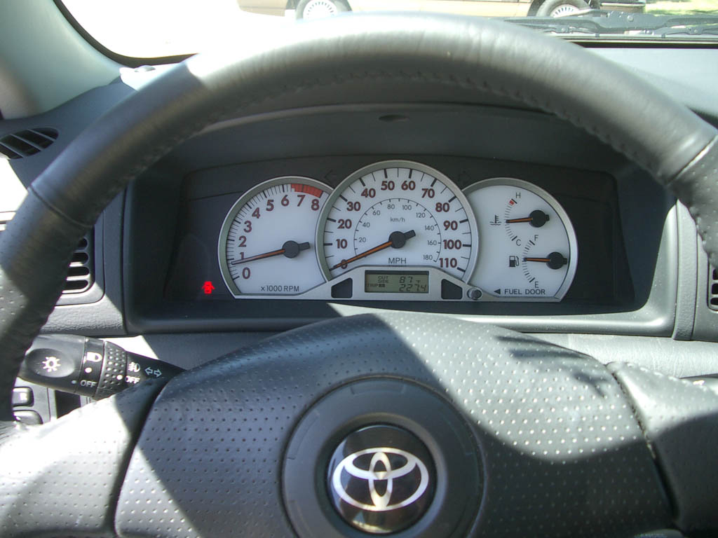 File 2005 Toyota Corolla S Gauges Jpg Wikimedia Commons