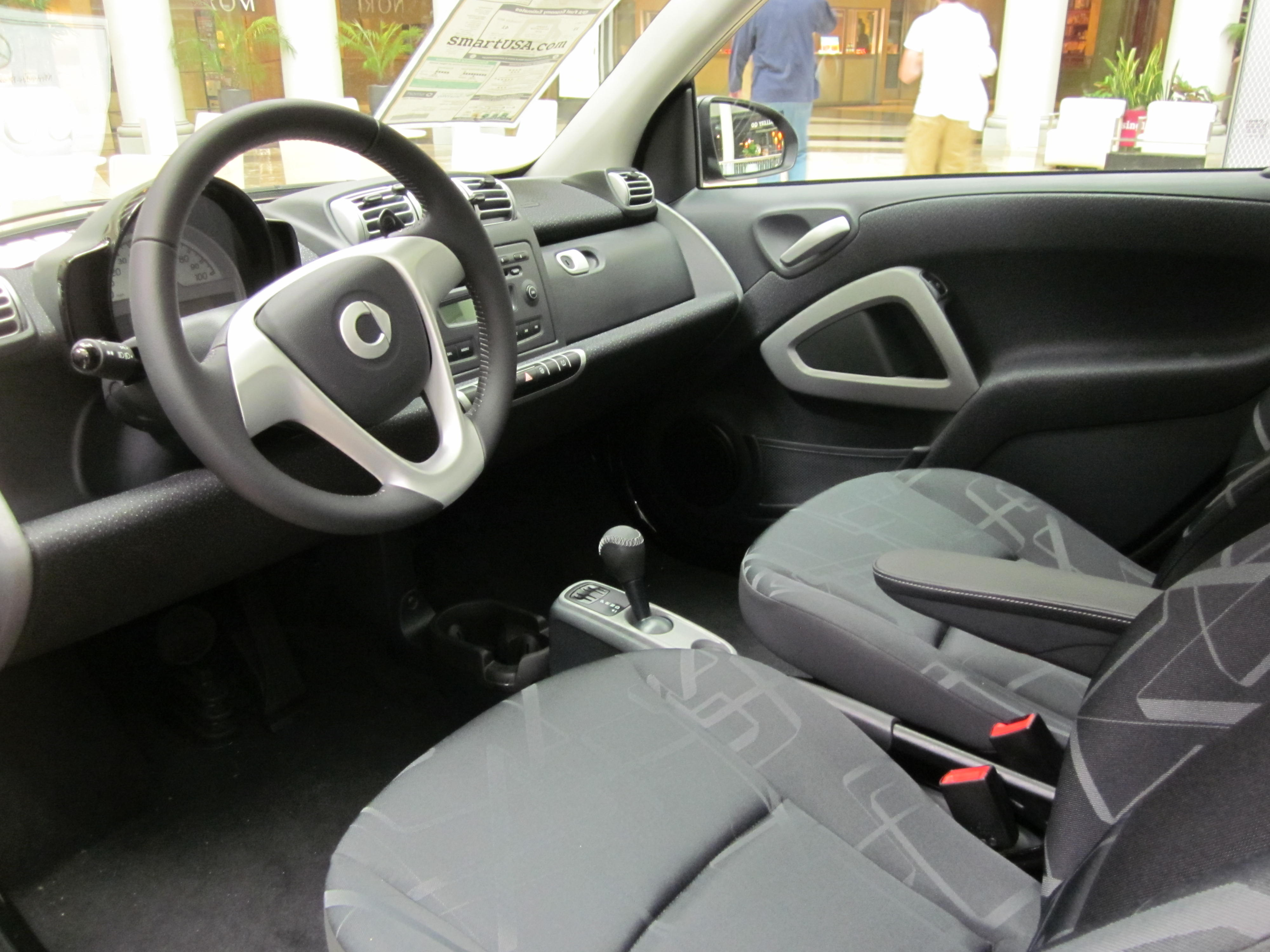 file 2010 smart fortwo passion coupe interior 1 jpg wikimedia commons. Black Bedroom Furniture Sets. Home Design Ideas