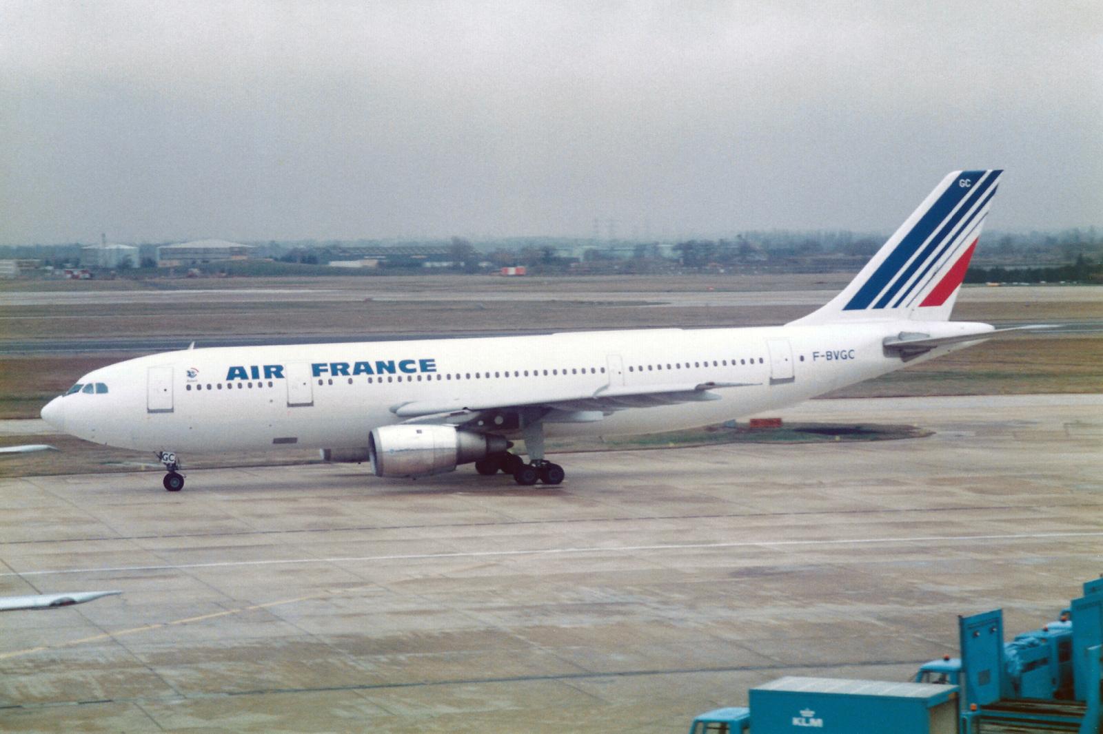 Air France Airbus A300B2-101 F-BVGC (25982777480).jpg