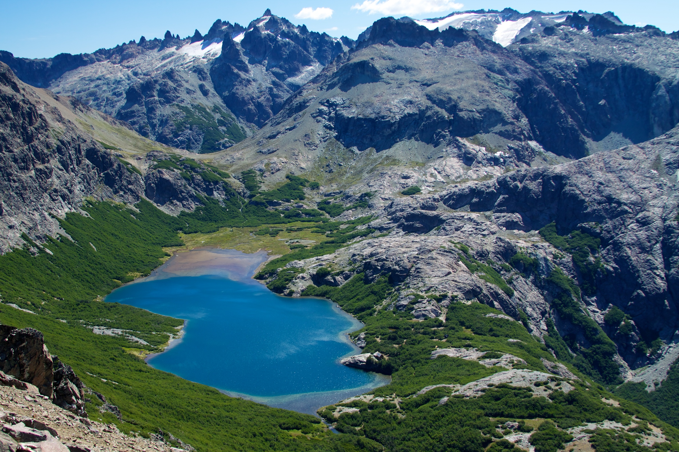 Argentina - Page 2 Argentina_-_Bariloche_trekking_112_-_colourful_Jakob_Lake_(6834307882)