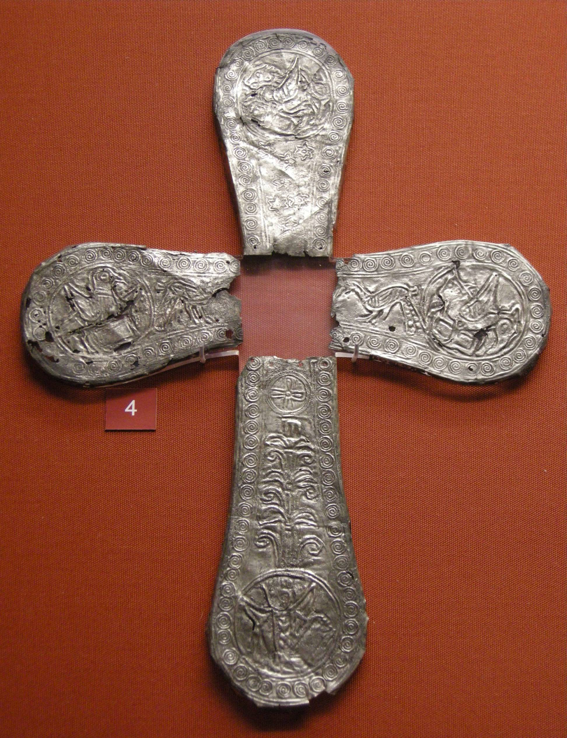 File:Arte carolingia o tardo longobarda, bracci di una croce con ...