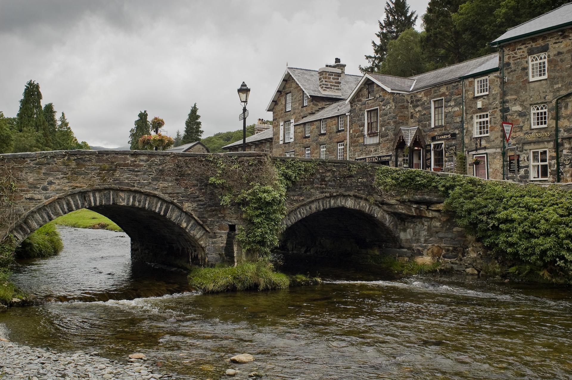 file beddgelert stone bridge jpg wikimedia commons bridge clip art free images bridge clipart images