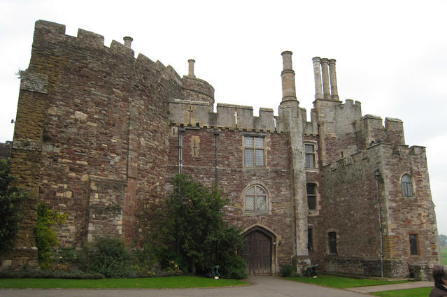 File:Berkeley Castle 03.jpg