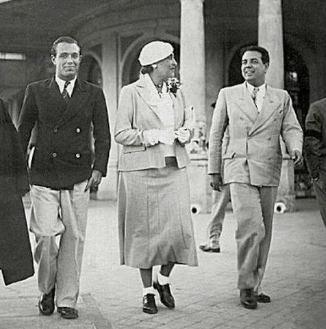 De izquierda a derecha, Adolfo Bioy Casares, Victoria Ocampo y Jorge Luis Borges en Mar del Plata en 1935.