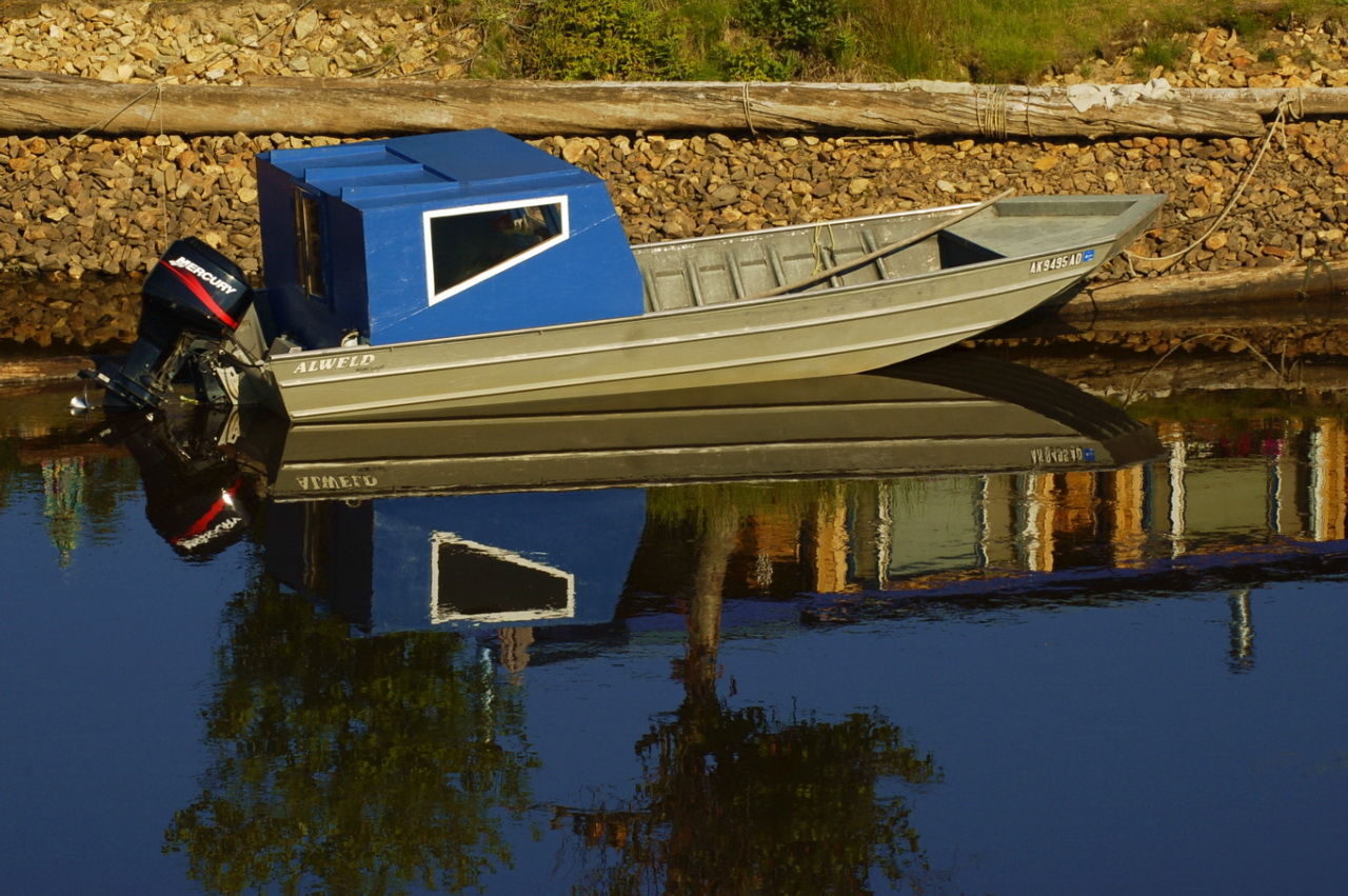 FileBoat with Blue Canopy.jpg & File:Boat with Blue Canopy.jpg - Wikimedia Commons