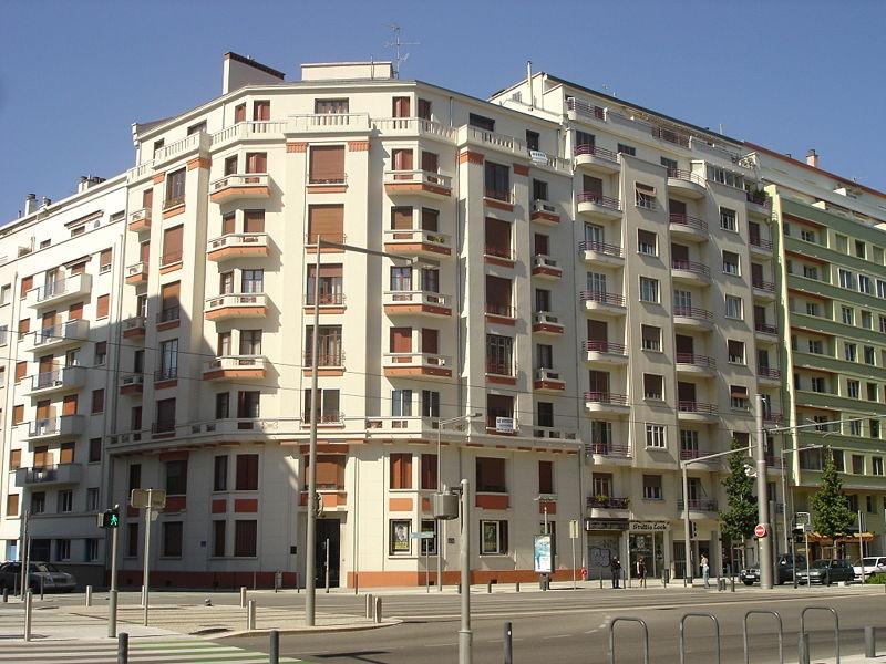http://upload.wikimedia.org/wikipedia/commons/1/1d/Boulevards_-_Immeubles.jpg