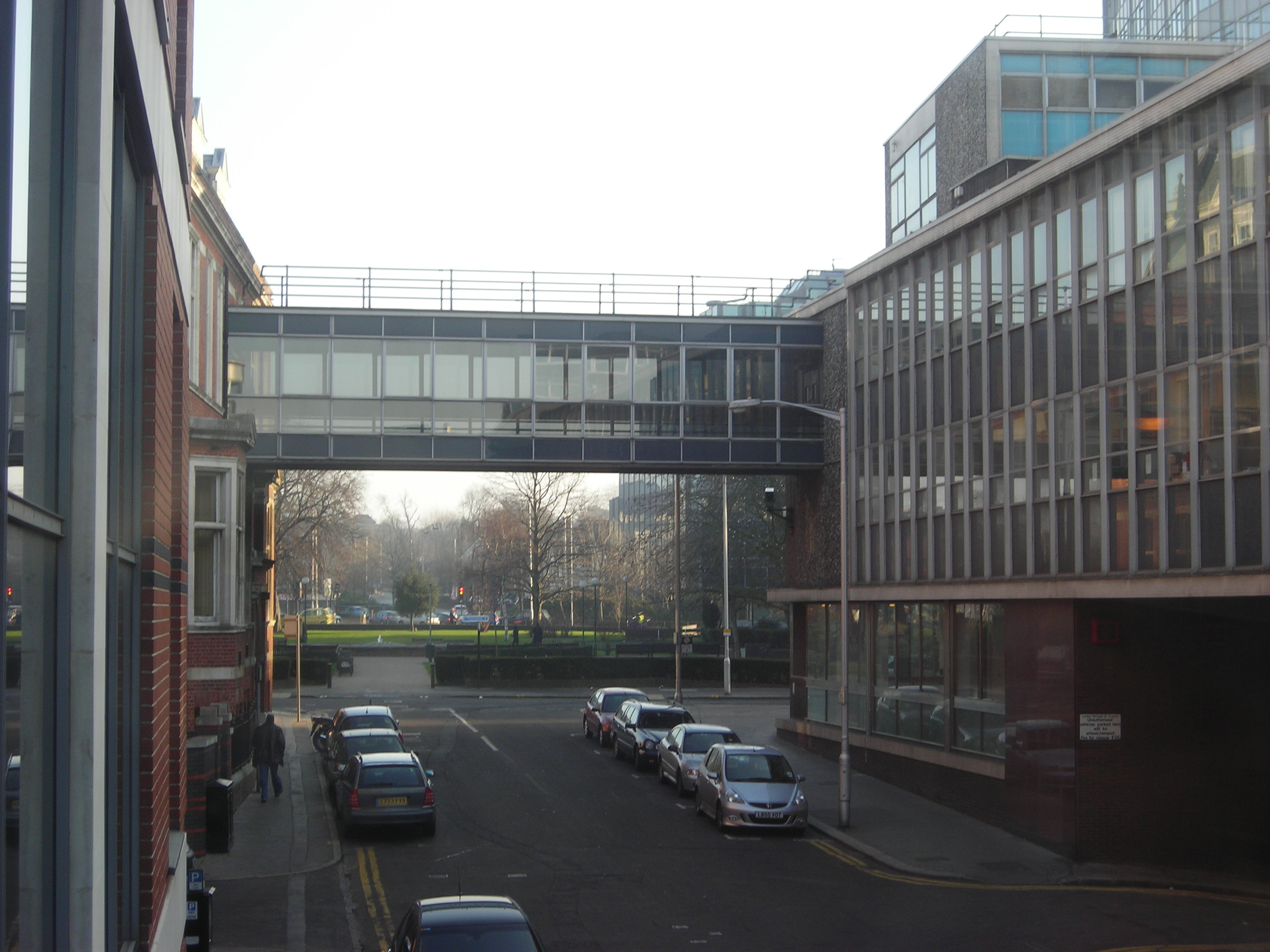 File:Bridge from Croydon Town Hall to Tabener House from Central Library.JPG - Wikimedia Commons