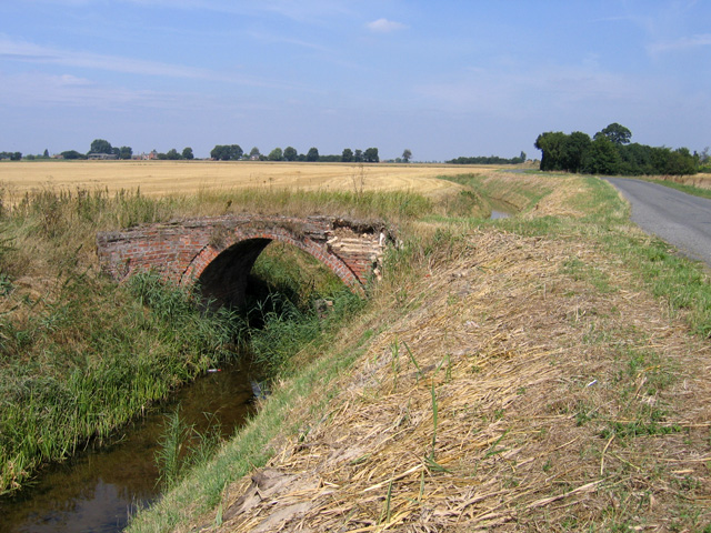 File:Bridge over the Hammond Beck, Gosberton Clough, Lincs - geograph.org.uk - 216138.jpg