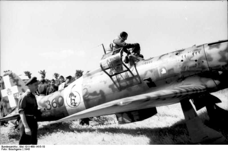 Il Macchi M.C.205 Serie I 360-3 (MM9291) appartenente alla 353ª Squadriglia del 51º Stormo. Italia meridionale, 1943.