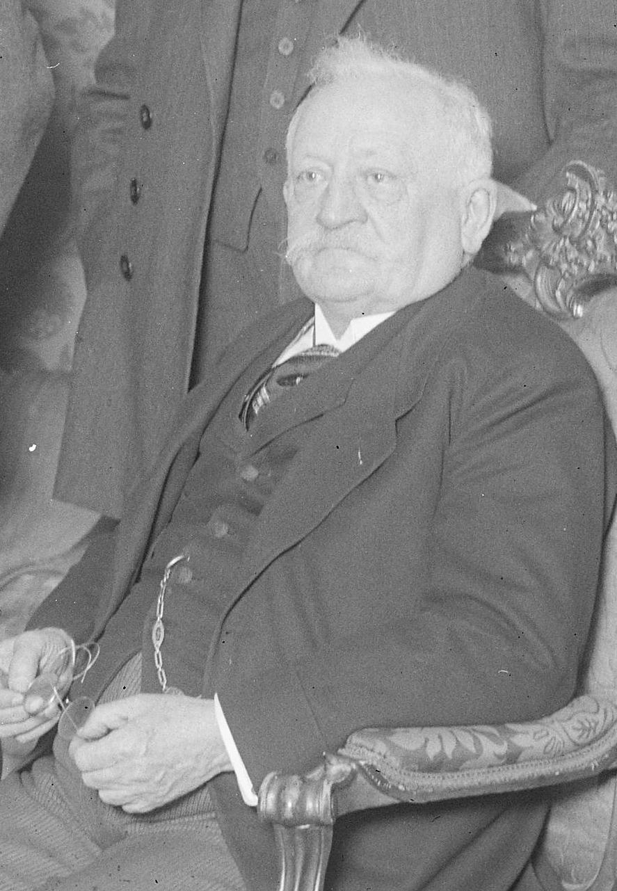 Bundesarchiv Bild 102-02063, Reichskabinett Luther I Josef Frenken (cropped).jpg