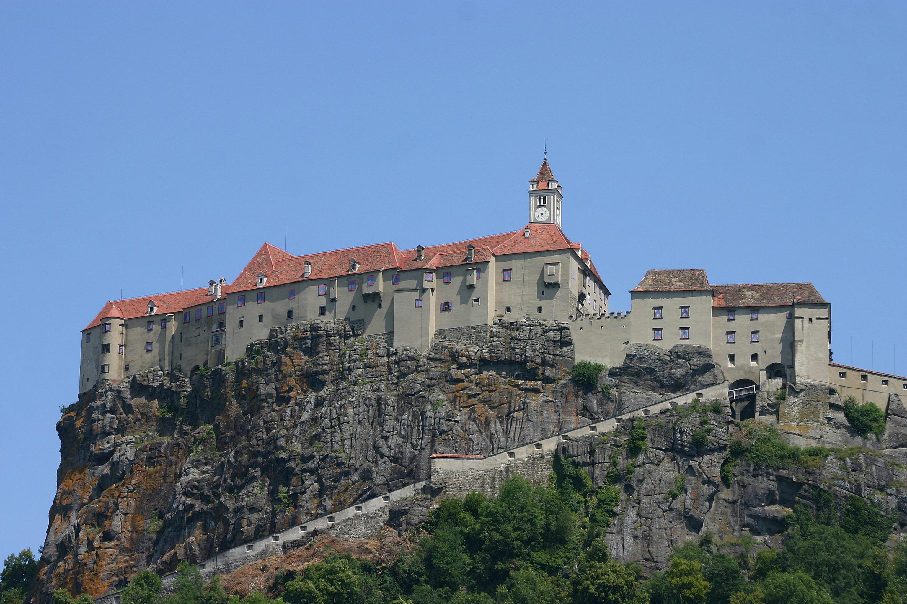 Klettersteig Burg : Riegersburg burg u wikipedia