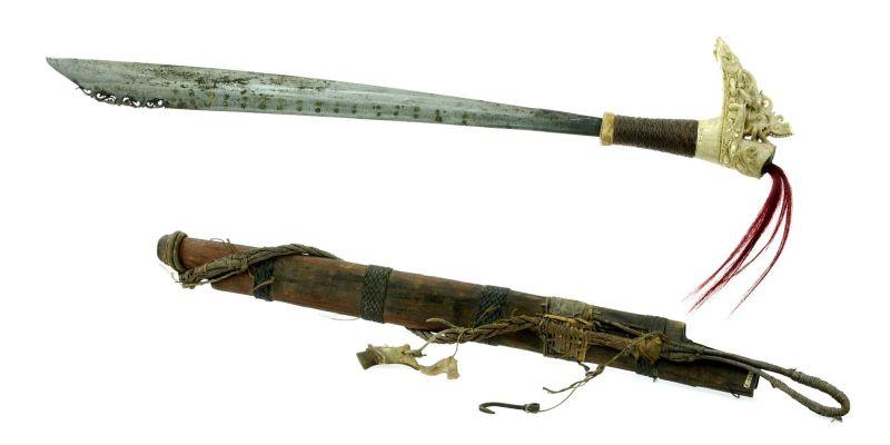File:COLLECTIE TROPENMUSEUM Zwaard met gevest van hertshoorn en schede TMnr 1802-7.jpg