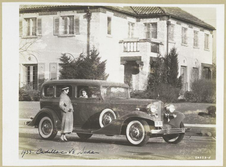 File:Cadillac 1933 Series 355-C Five-Passenger Sedan V-8.jpg
