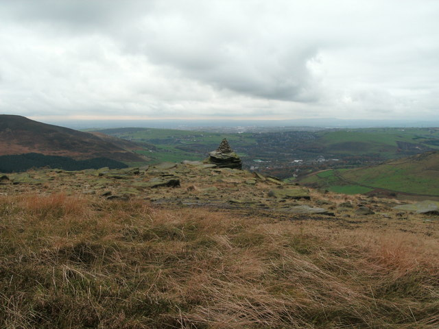 Cairn on Foxstone at Great Dovestone Rocks - geograph.org.uk - 1558262