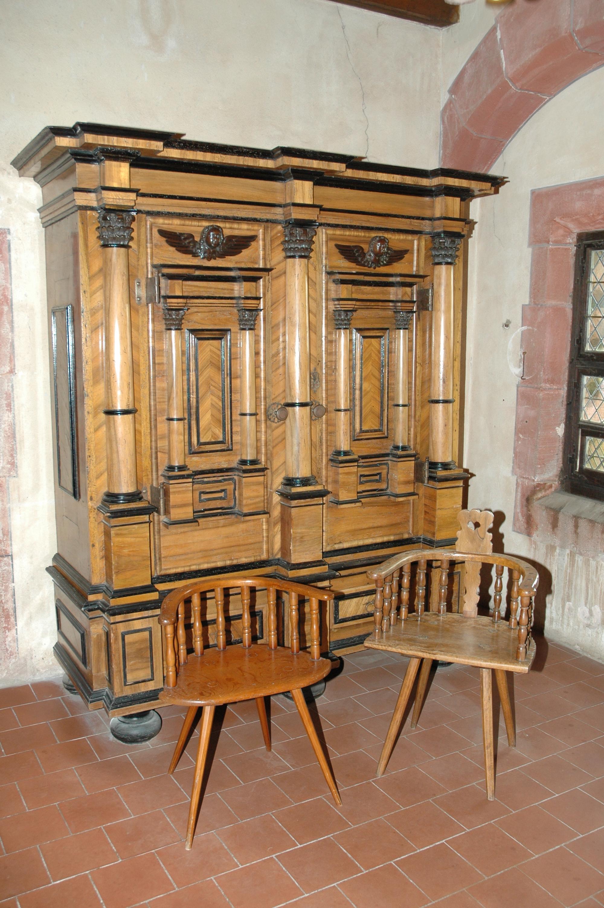Fichier Chateau Du Haut Koenigsbourg Armoire Et Deux