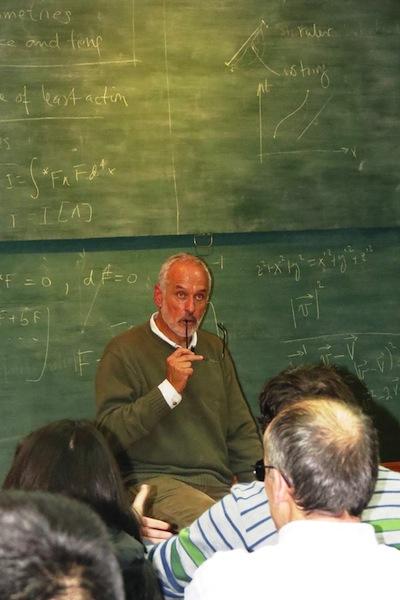 Claudio Bunster at theoretical physics seminar in Valdivia, Chile.