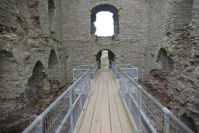 Clun Castle - geograph.org.uk - 740457