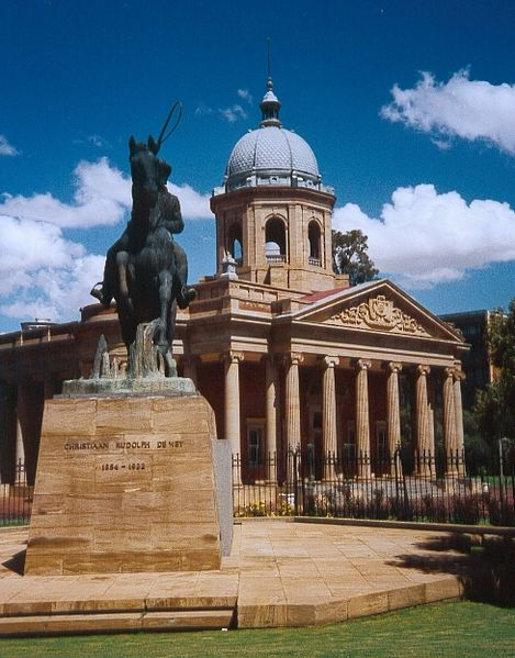 Statue of Christiaan De Wet outside the old Raadsaal in Bloemfontein