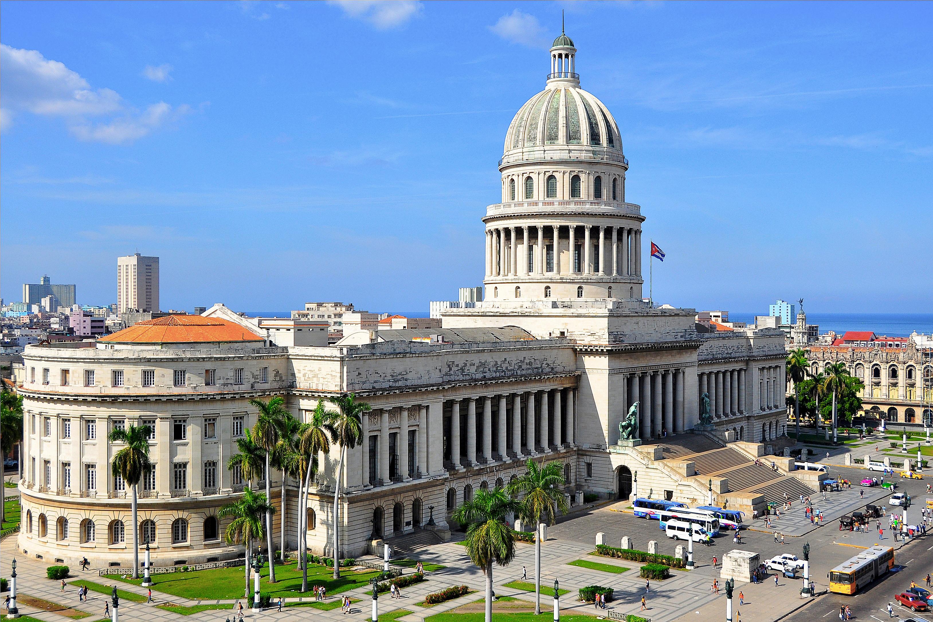 Image of the El Capitolio in Cuba.