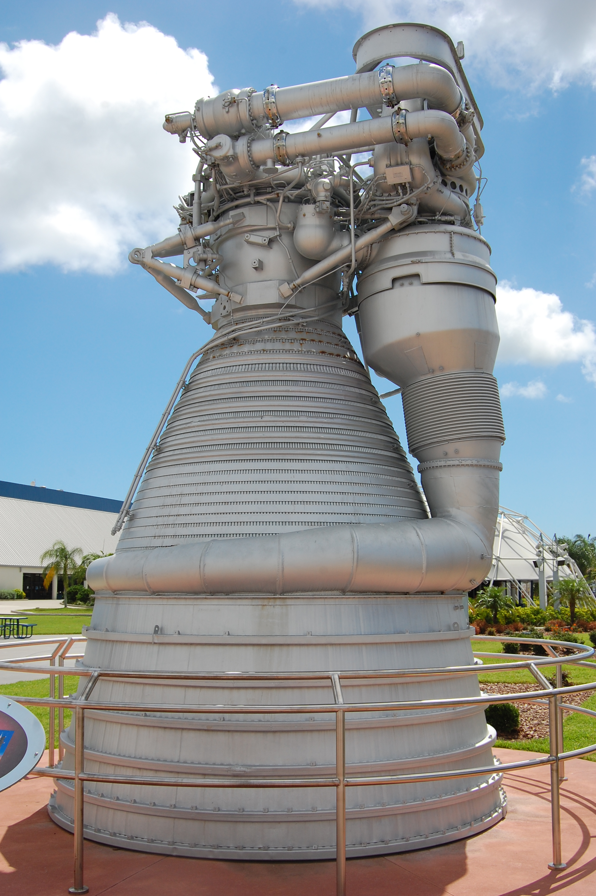 File F 1 Rocket Engine At Ksc Jpg Wikimedia Commons