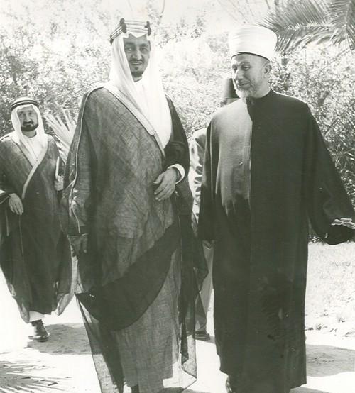 Faisal_with_Haj_Amin_al-Husseini.jpg
