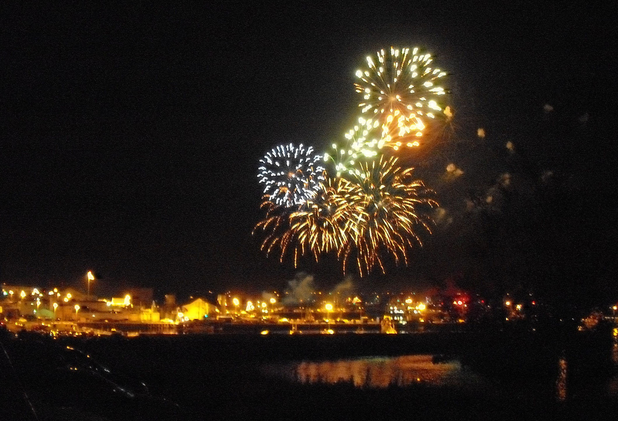 Hello there !  - Page 2 Feu_d'artifice_Caraquet