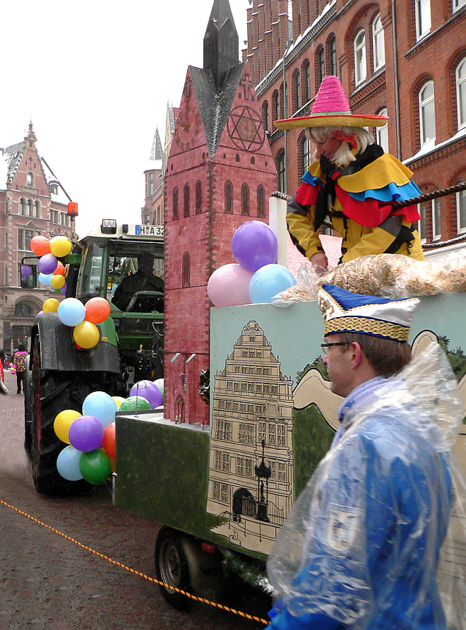 Karnevalsumzug Hannover mit Modell der Marktkirche