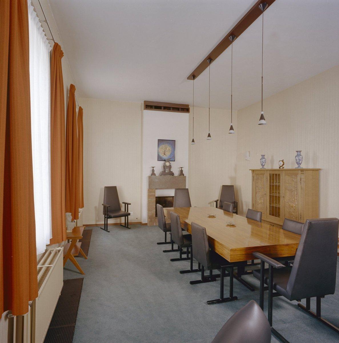 File:Interieur, overzicht raadzaal - Tilburg - 20351229 - RCE.jpg ...
