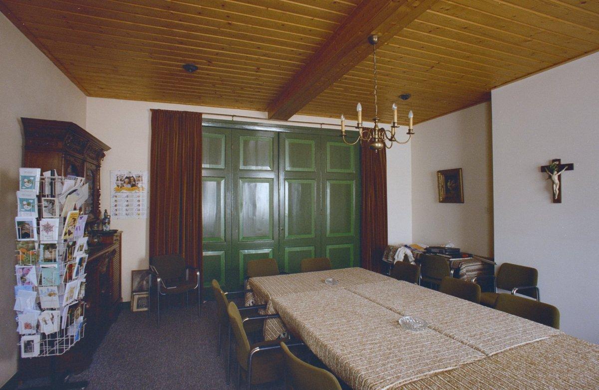 File interieur pastorie rechter kamer met harmonicadeuren