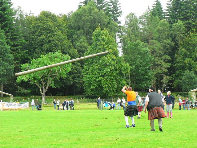 Inveraray Highland Games - Tossing the Caber (2) - geograph.org.uk - 981277