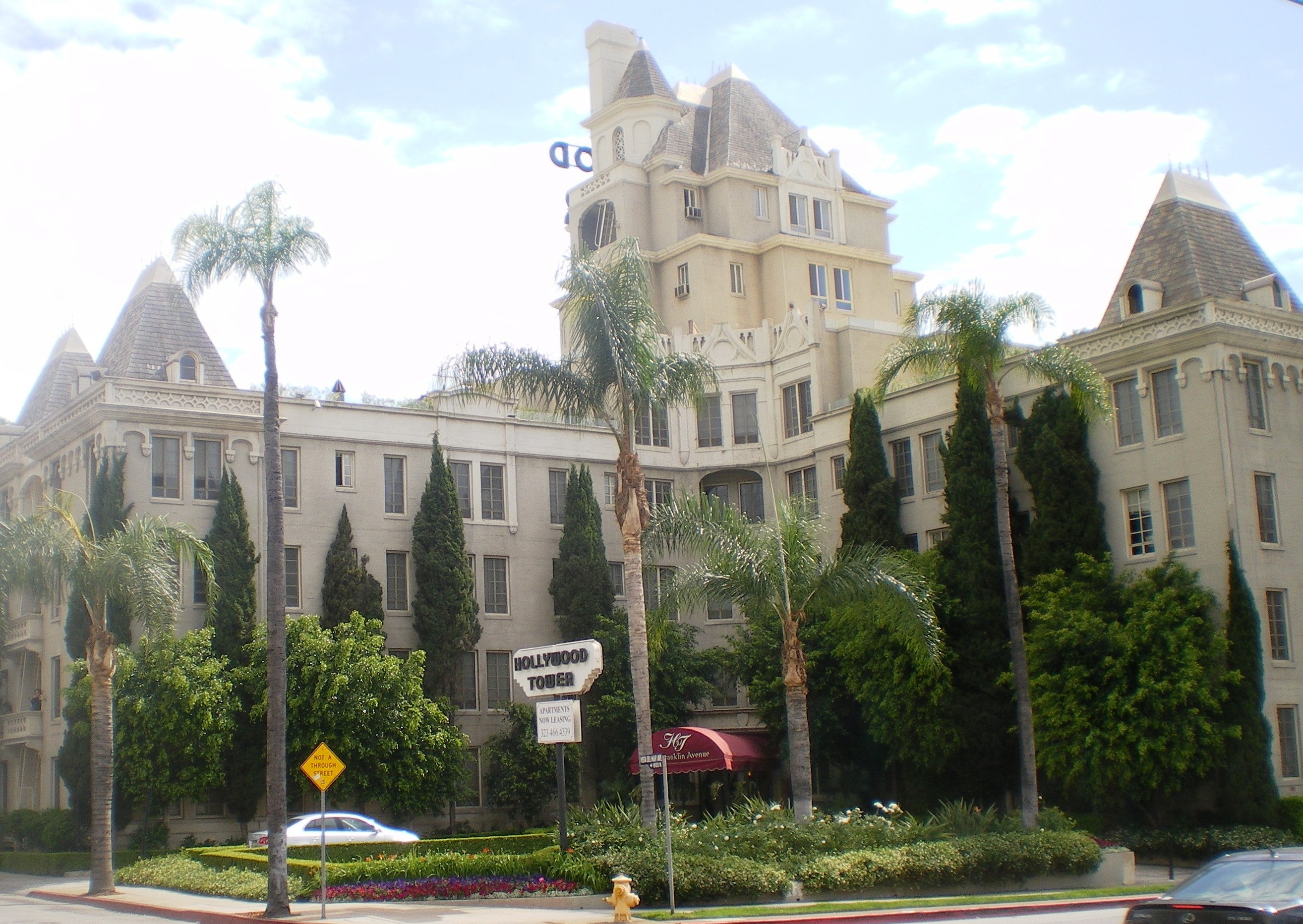File la belle tour hollywood tower hollywood for Le elle apartments west hollywood