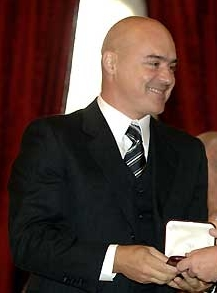 https://upload.wikimedia.org/wikipedia/commons/1/1d/Luca_Zingaretti.jpg