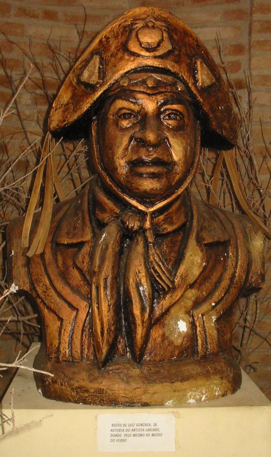 Busto en la entrada del Museu Luiz Gonzaga. Caruaru (Pernambuco).