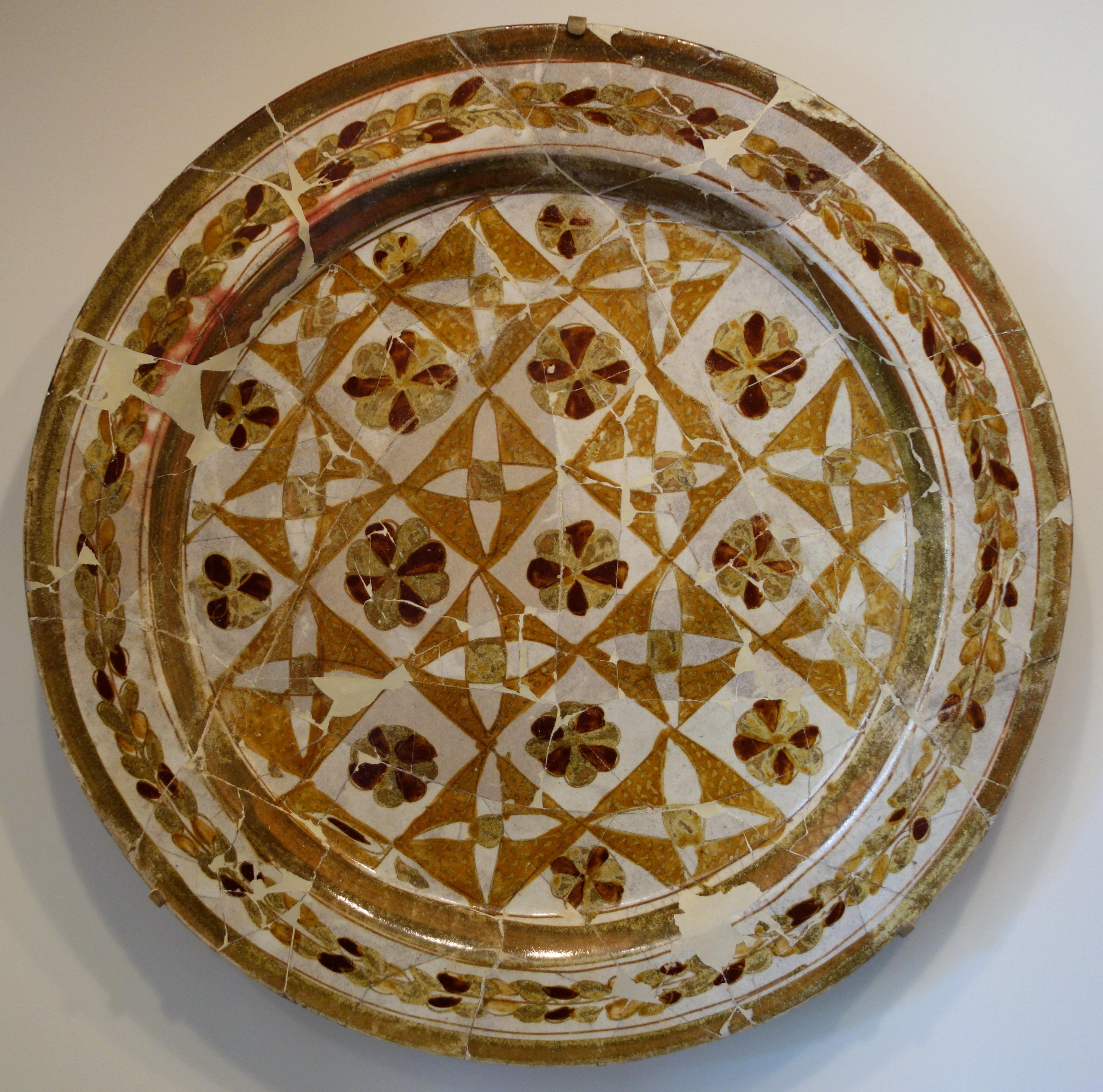 File Luster Painted Plate Iraq Abbasid Period 9th Or