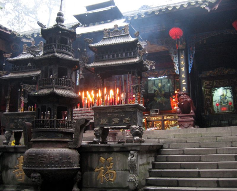 Main altar before Shangqing Temple on Qingchengshan, in Chengdu, Sichuan.jpg