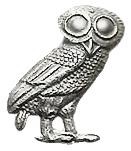 """A deusa Atenea, a cidade de Atenas e a moeda ateniense, foron simbolizados coa figura do moucho común, glaux (γλαύξ), coñecido como """"moucho de Atenea""""-.[1]"""