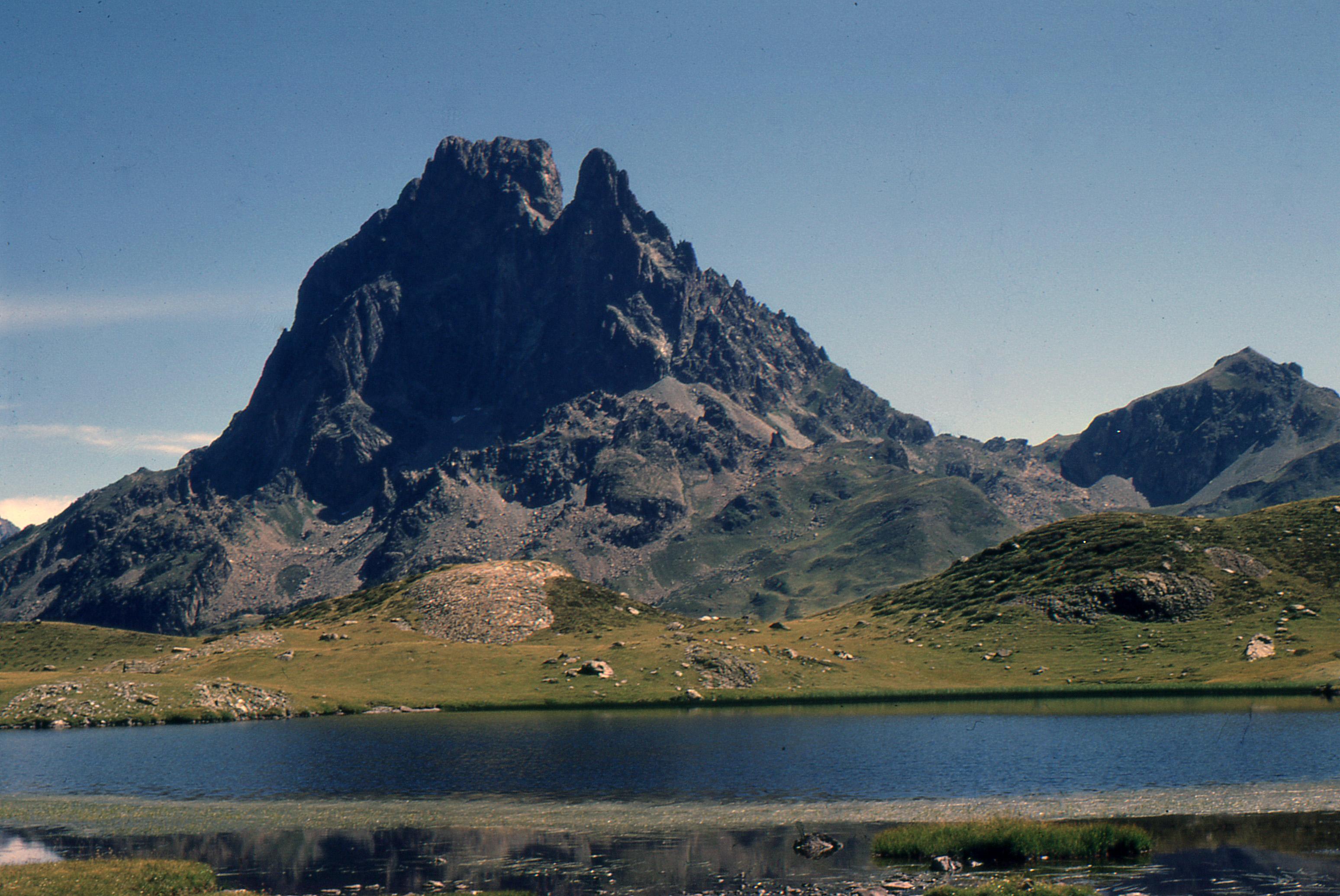 file pic du midi d ossau lac roumassot 196808     wikimedia commons