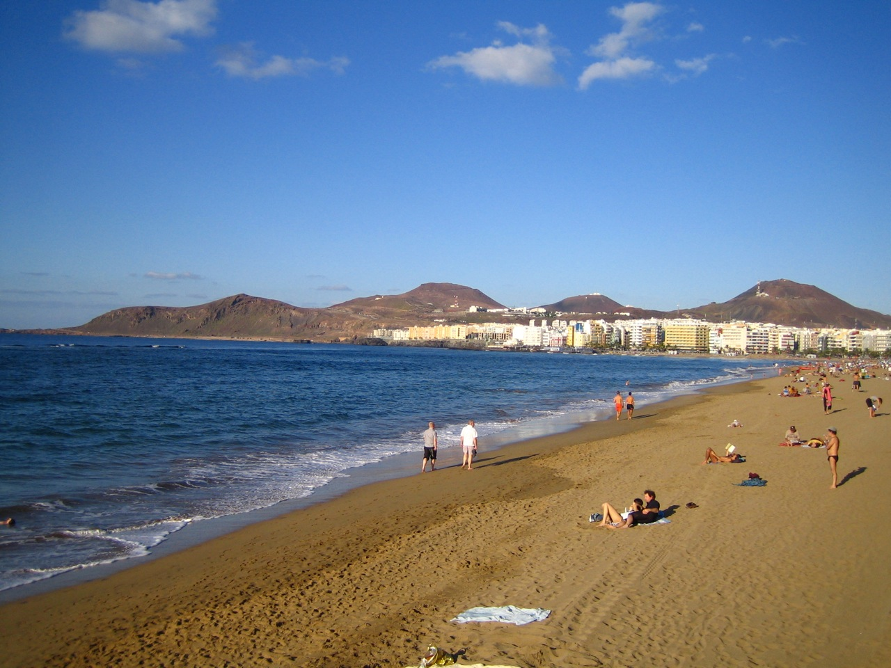 Playa de Las Canteras ...