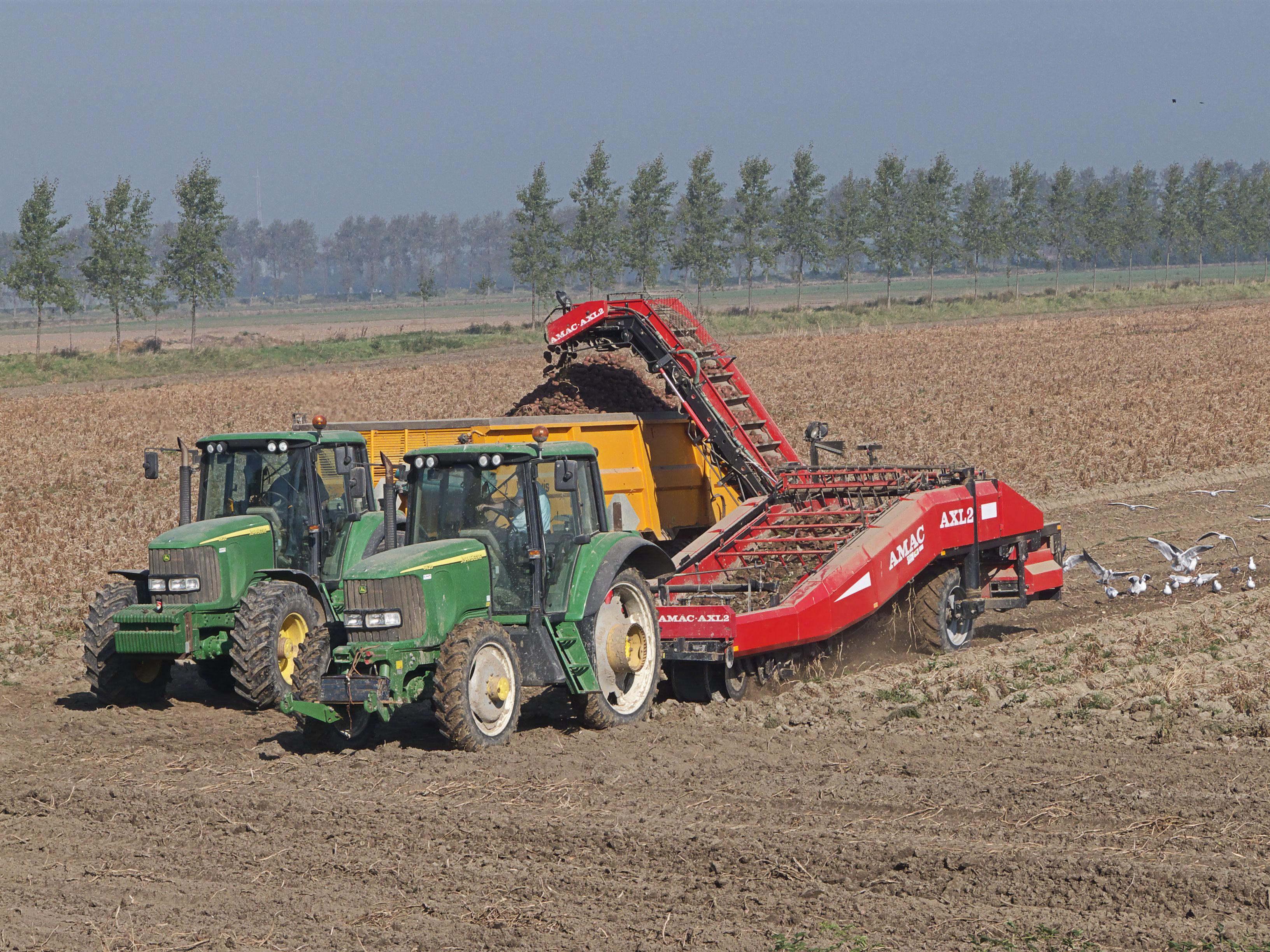 Bestand:Potato harvester, aardappelrooier.jpg