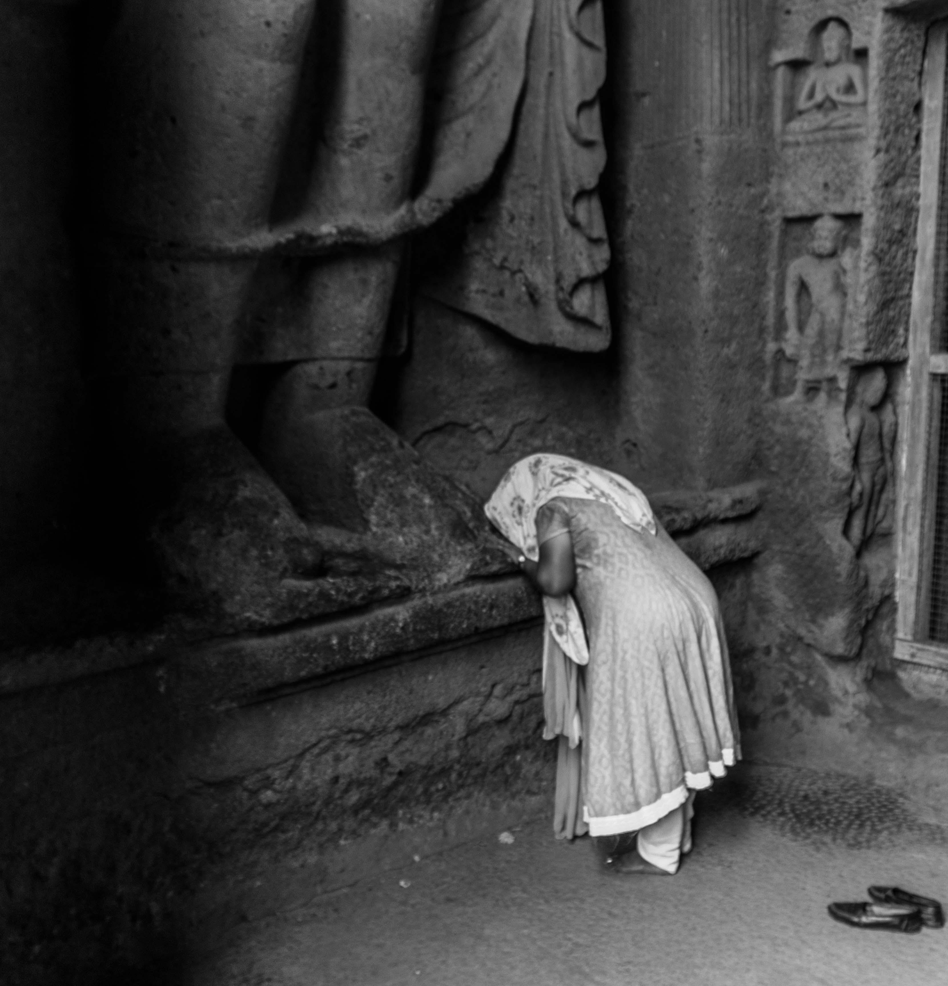 File:Praying woman jpg - Wikimedia Commons