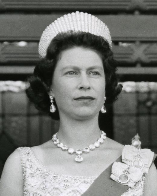 Elizabeth Wearing The Coronation Earringatching Necklace At Opening Of New Zealand Parliament In 1963 She Also Wore Kokoshnik Tiara